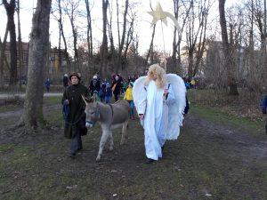 Engel in Begleitung von Esel Luzie