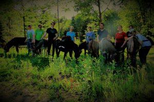 Eselwanderung Riedering Theatergruppe unterwegs